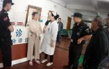 浙江遂昌一女主播为博眼球在急诊室内直播,众人劝阻无果后报警
