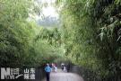 女游客爬崂山北九水景区受伤 12人接力一小时抬下山