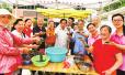 河南大学生志愿者与洛阳离退休老军人包粽子庆端午