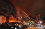 沧州市区解放路一门市凌晨突然起大火