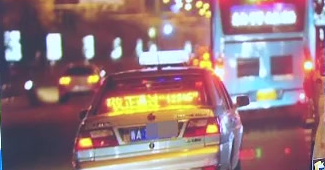 义乌:出租车司机送上门 帮助警方擒获嫌疑人
