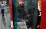河南固始县公交车与货车相撞 已致4死15伤
